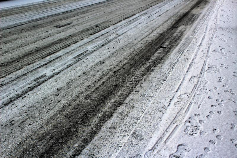 Strada ghiacciata in inverno fotografia stock