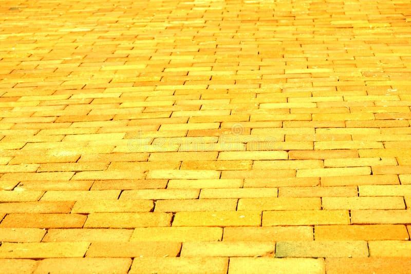 Strada gialla del mattone immagine stock