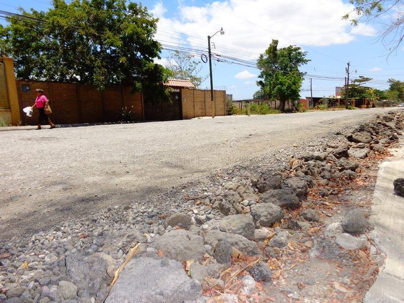Strada lunga della roccia da camminare fotografia stock