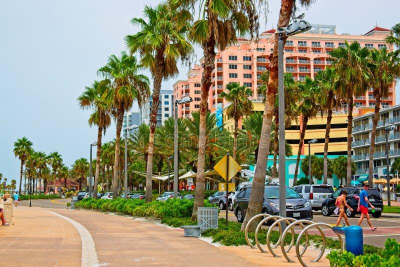 Strada lungo l'oceano nella bellissima città di Clearwater Beach, Tampa Bay Florida fotografia stock