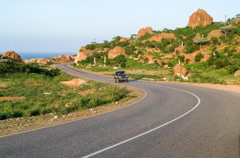 Strada nelle montagne al centro dell'isola di socotra fotografia stock libera da diritti
