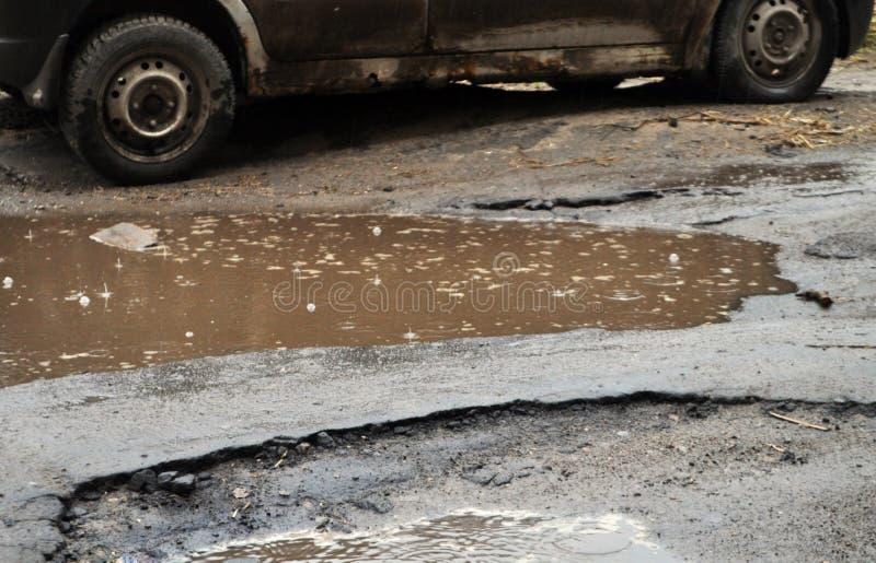 Strada non asfaltata nella pioggia immagine stock libera da diritti