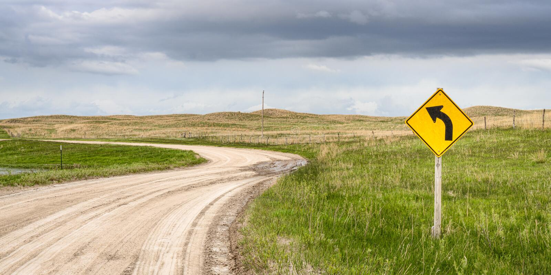 Strada non asfaltata ventosa nel Nebraska Sandhills fotografia stock