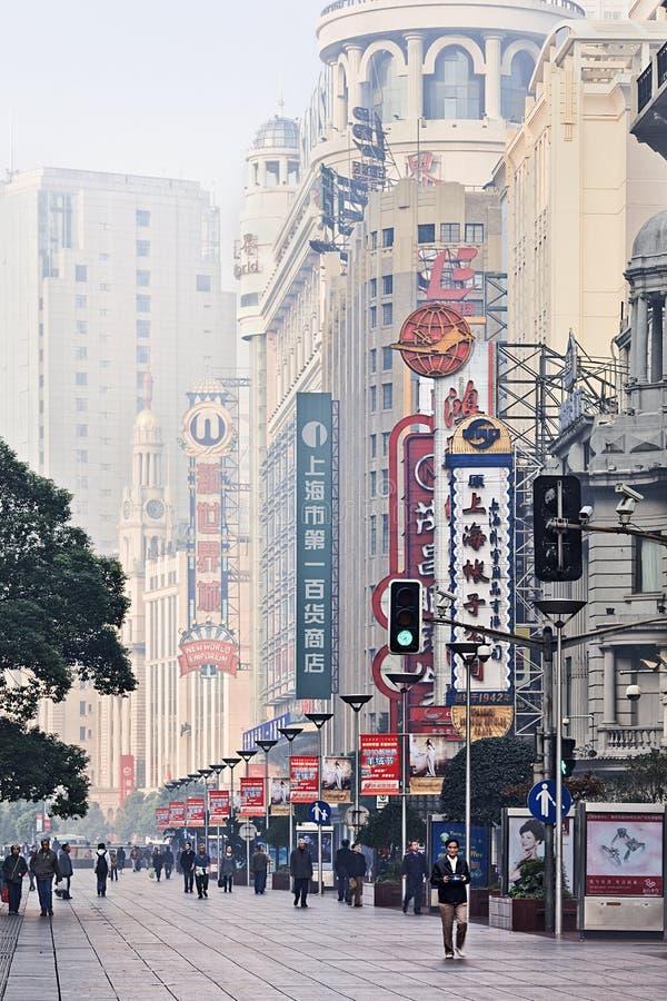 Strada orientale nel primo mattino, Shanghai, Cina di Nanchino fotografia stock