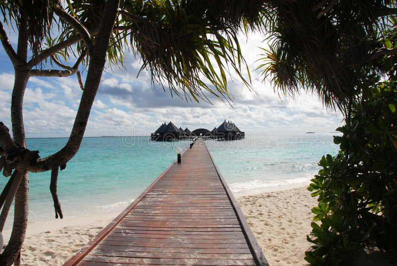 Strada per innaffiare i bungalow fotografia stock libera da diritti