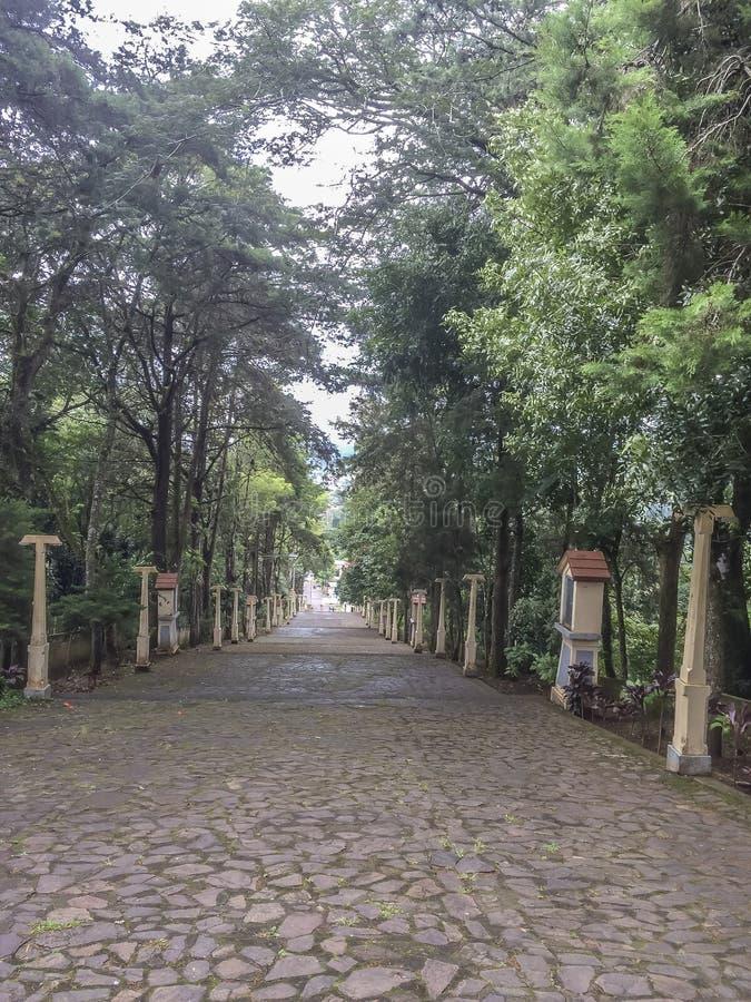 Strada principale alla chiesa di Tepeyac di cielo, San Rafel del Norte, Nicaragua fotografie stock