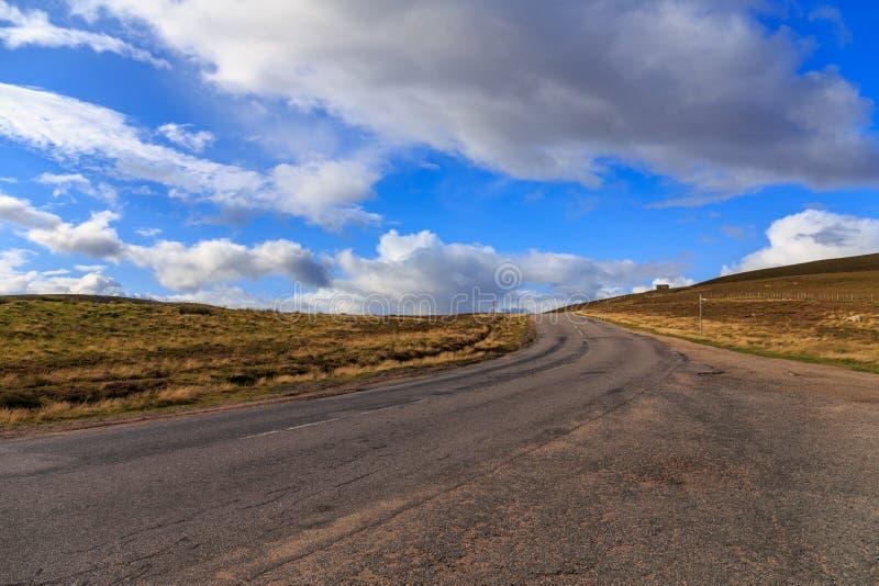 Strada principale attraverso Cairngorms immagine stock