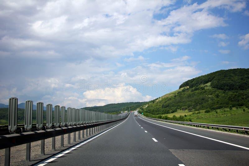 Strada principale attraverso le colline fotografia stock libera da diritti