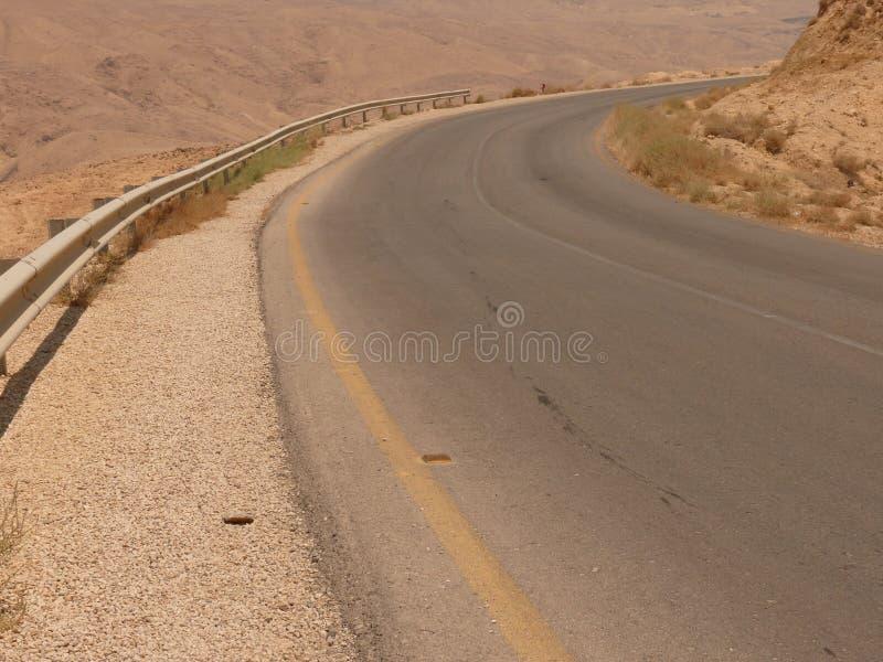 Strada principale dell'asfalto del deserto immagine stock