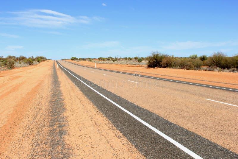 Strada principale di Lasseter a Uluru Kata Tjuta nel deserto, Australia immagine stock
