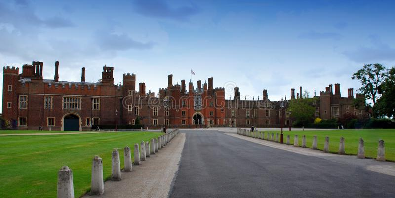 Strada principale a Hampton Court Palace, Londra, Regno Unito fotografie stock