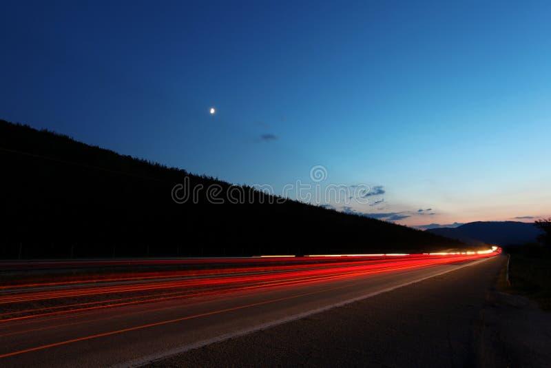 Strada principale nel tramonto immagine stock