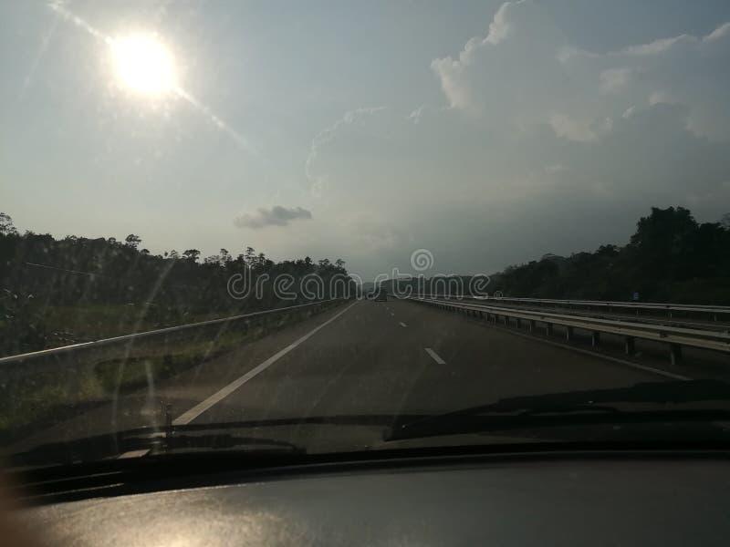 Strada principale scura della Sri Lanka della pioggia fotografia stock