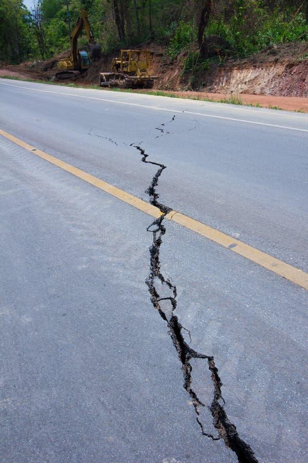Strada rotta da un terremoto in Chiang Rai, Tailandia immagini stock