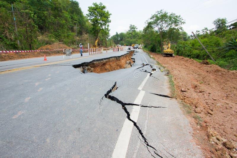 Strada rotta da un terremoto in Chiang Rai, Tailandia fotografie stock