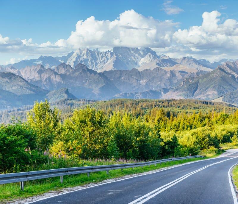 Strada scenica nelle montagne Mountain View carpathians l'ucraina fotografie stock libere da diritti