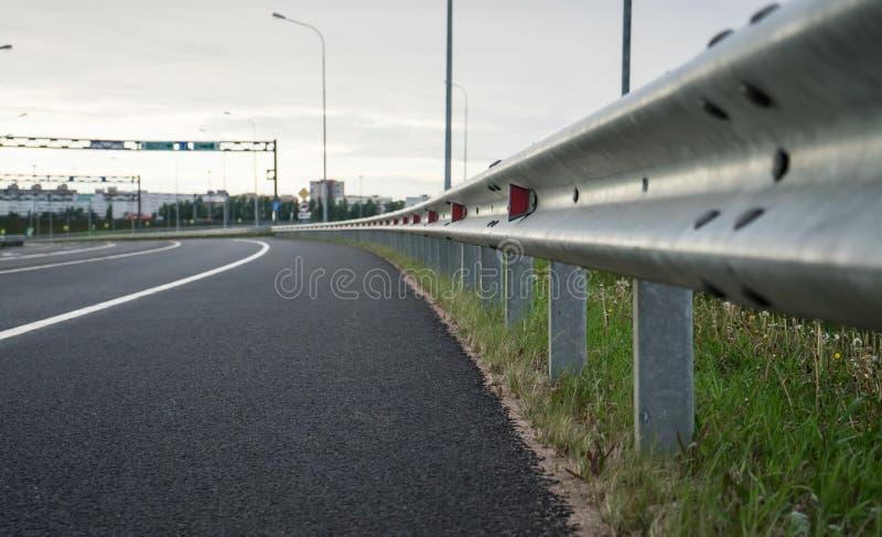 Strada senza automobili, una rarit? nel nostro tempo fotografia stock