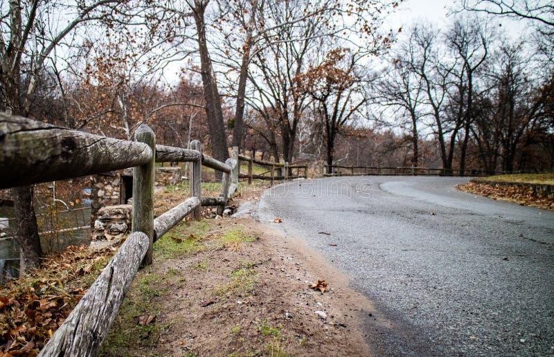 Strada sola nel grande lago Oklahoma immagini stock libere da diritti