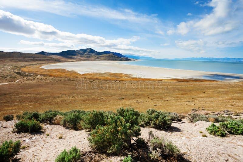 Strada soprelevata all'isola dell'antilope su Gran Lago Salato immagini stock libere da diritti