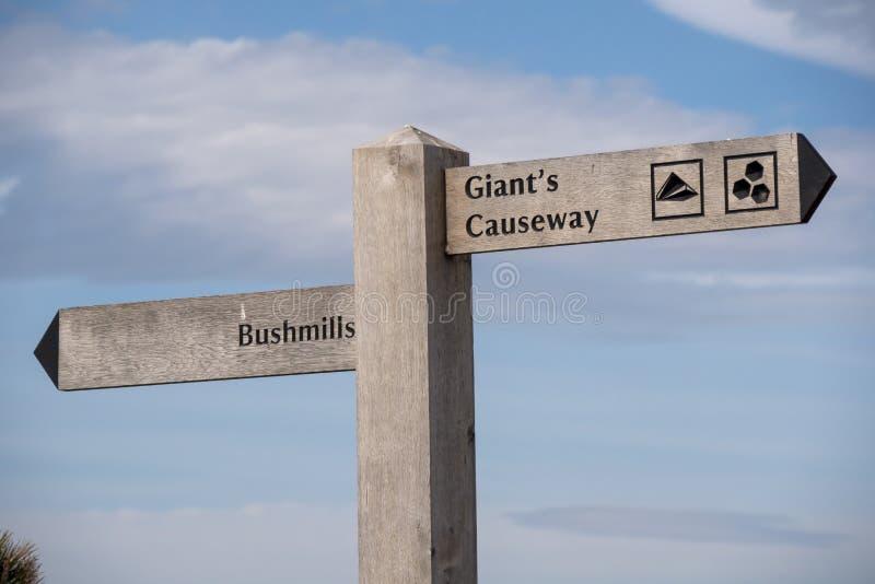 Strada soprelevata di Giants - un punto di riferimento popolare in Irlanda del Nord immagine stock libera da diritti