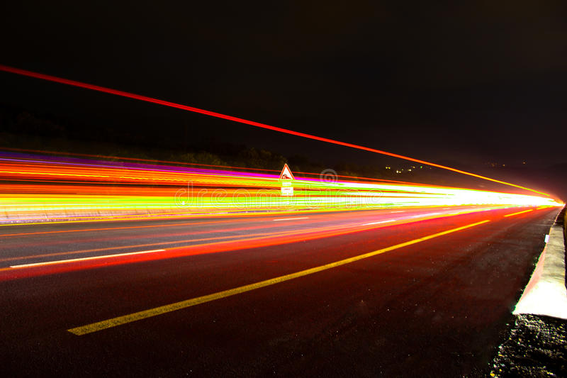Strada strada principale/dell'autostrada alla notte fotografie stock libere da diritti