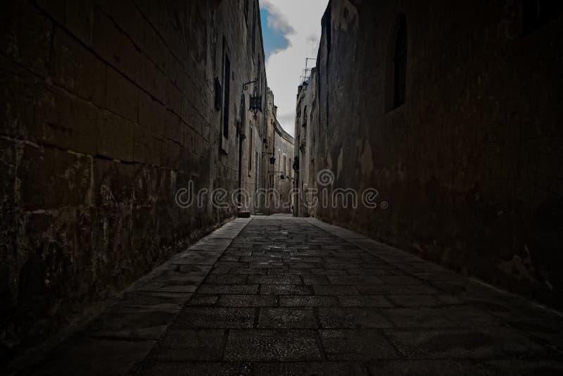 Strada stretta storica in Mdina, Malta immagini stock libere da diritti
