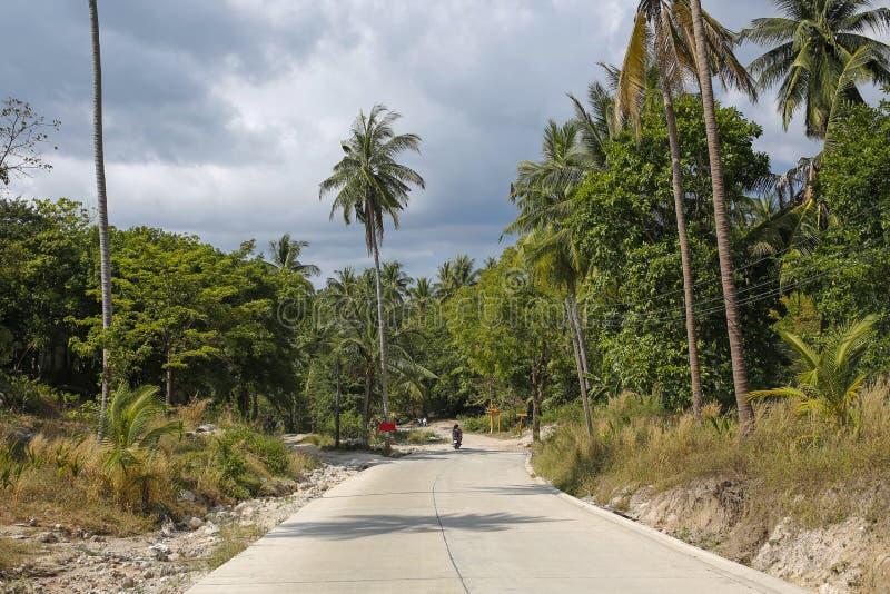 Strada su Koh Tao, Tailandia immagine stock