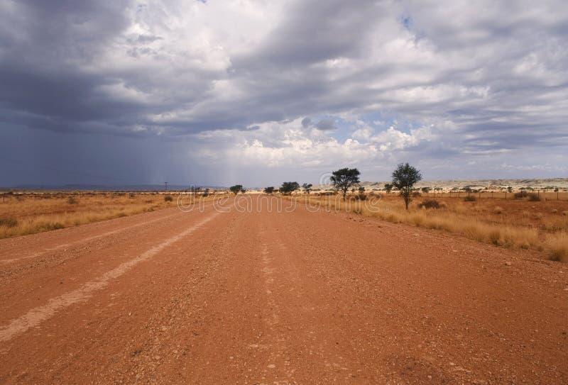 Strada su un deserto in Africa fotografie stock libere da diritti