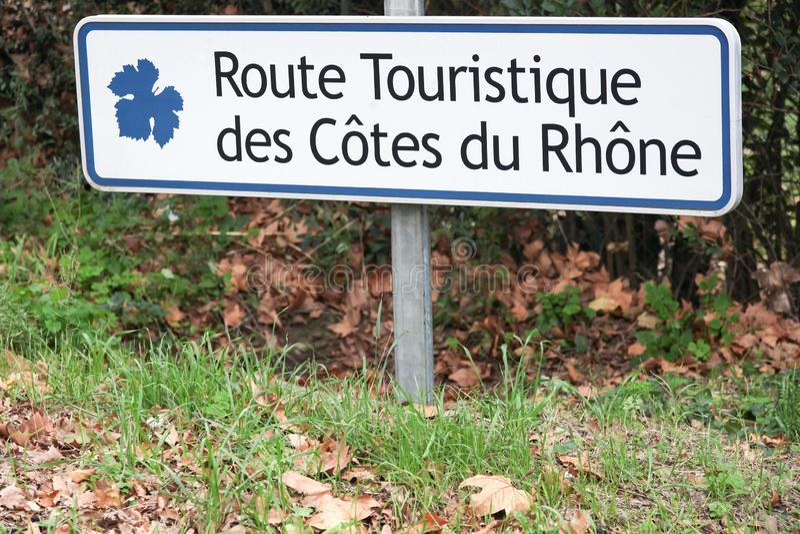 Strada turistica dei Cotes du Rhone in Francia fotografie stock