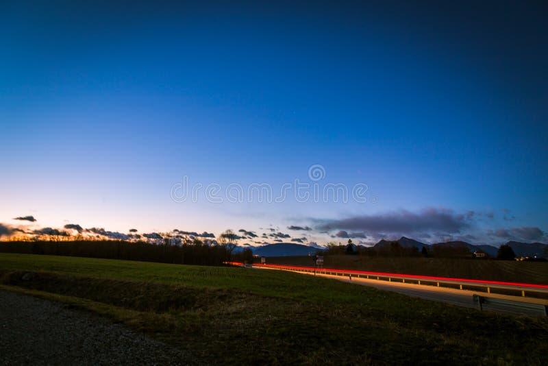 Strada verso il tramonto immagine stock