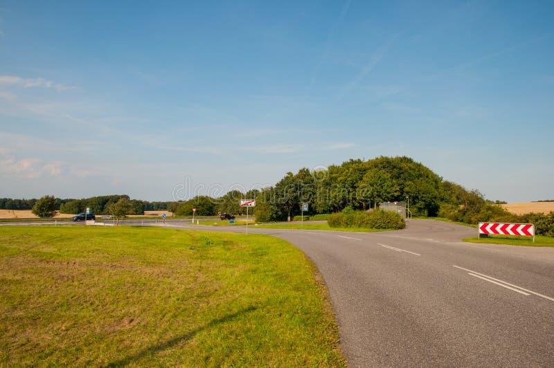 Strada verso il villaggio in Danimarca fotografia stock
