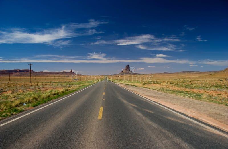 Strada verso la valle del monumento nella nazione navajo fotografia stock libera da diritti