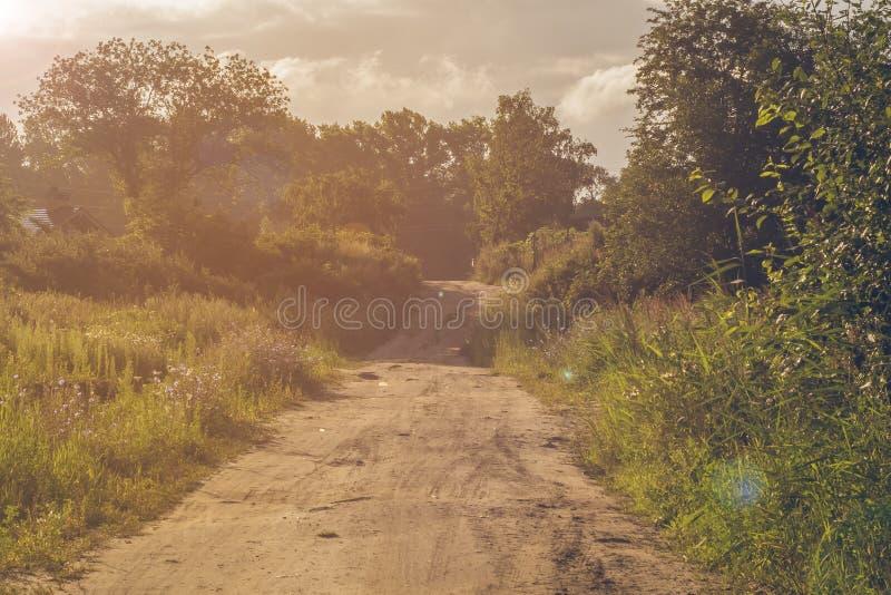 Strada in villaggio Giovani adulti fotografia stock