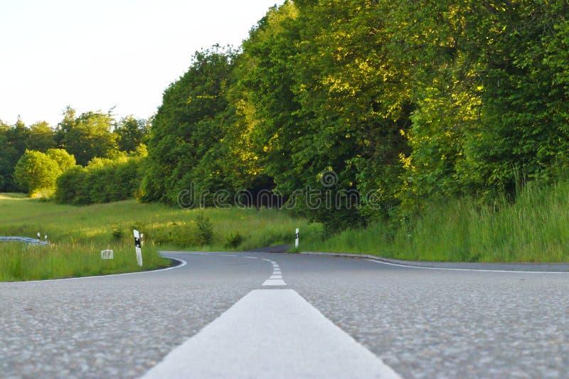 strada vuota che va da qualche parte fotografia stock libera da diritti