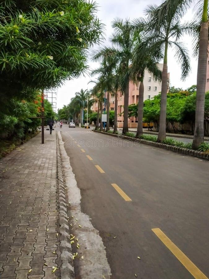 strada vuota della via della città immagini stock