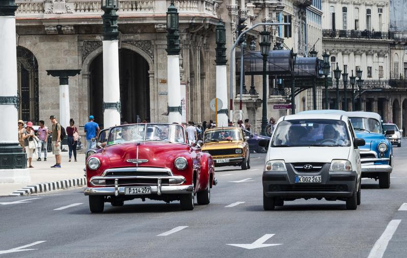 Strade affollate di Havana Cuba anziana fotografia stock libera da diritti