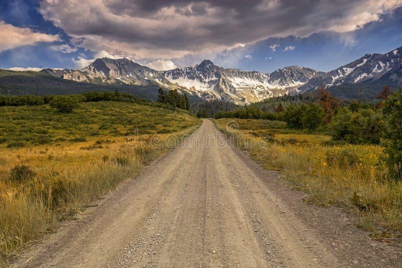 Strade Colorado 9, tellururo, U.S.A. della contea fotografie stock