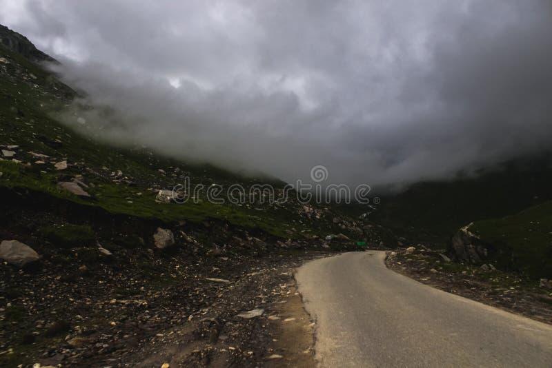 Strade della montagna e fotografia stock