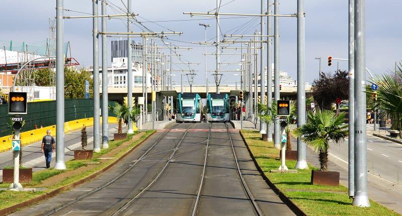 Strade e tram a Barcellona immagine stock