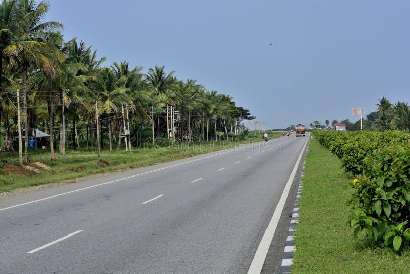 Strade principali della strada principale di Tumkur - del Karnataka Chitradurga immagini stock