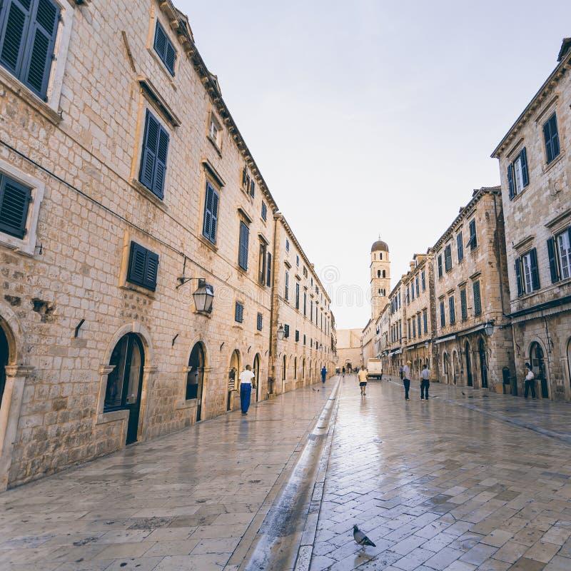 Stradun, calle peatonal popular en Dubrovnik, Croacia foto de archivo libre de regalías