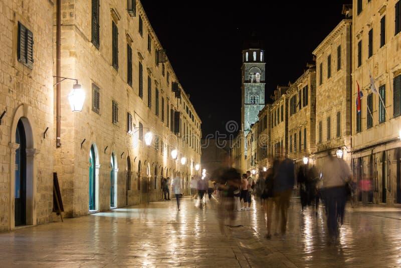 Stradun na noite dubrovnik Croácia fotos de stock royalty free