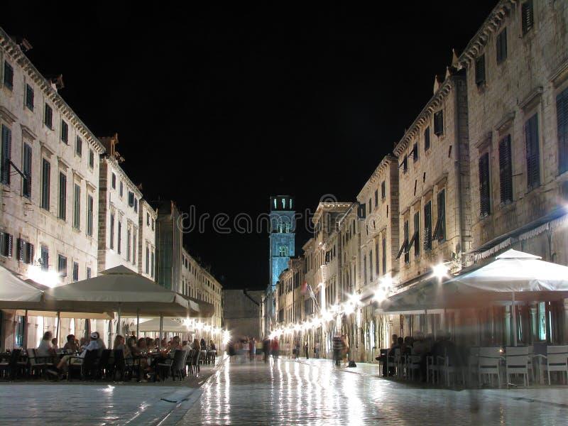 Stradun por la noche, Dubrovnik, Croacia foto de archivo