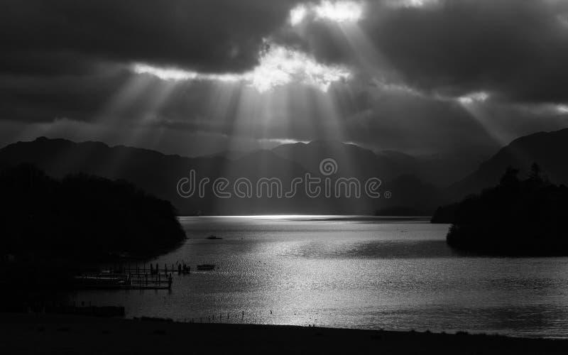 Strahlen Derwentwater Sun lizenzfreie stockbilder