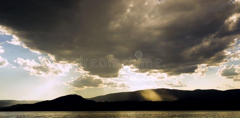 Strahlen des Lichtes stockbilder