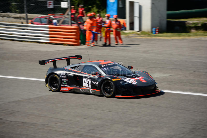 Strakka Ściga się McLaren 650 S GT3 przy Monza fotografia stock