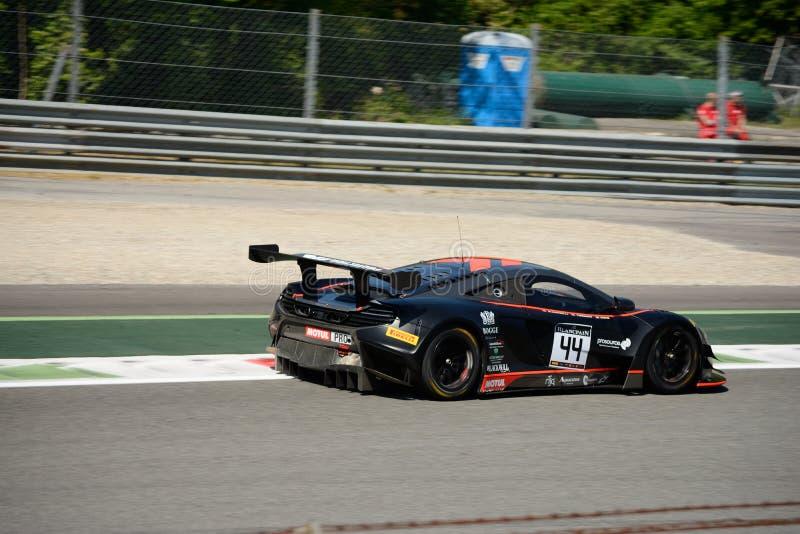 Strakka Ściga się McLaren 650 S GT3 przy Monza zdjęcia royalty free