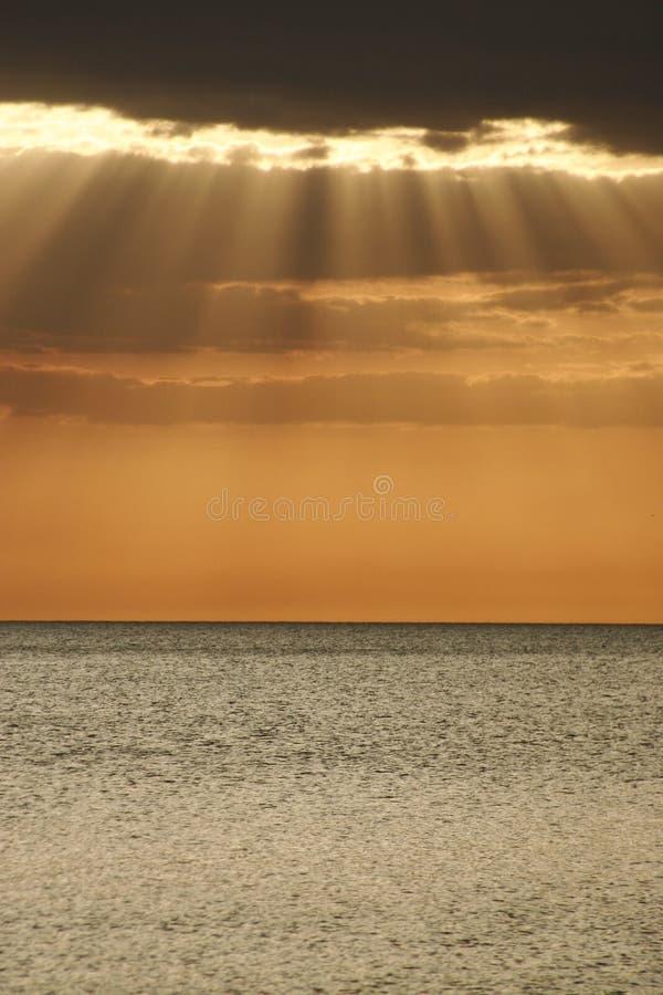 Stralen van zonneschijn. royalty-vrije stock afbeelding