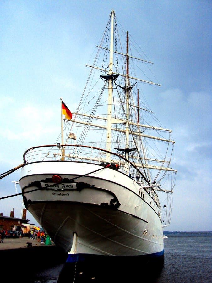 STRALSUND, ΓΕΡΜΑΝΙΑ, τον Αύγουστο του 2014 - το Gorch Fock Ι ψηλό σκάφος σε Stralsund habour στοκ εικόνα