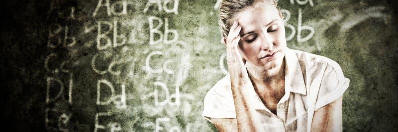 Stramat åt sammanträde för skolalärare i klassrum arkivbilder